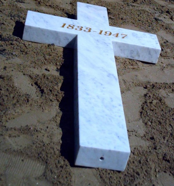Memorial Cross cushioned in sand awaiting installation - July 7, 2008<br>Click to enlarge